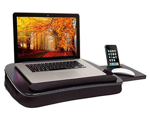 Bàn kê laptop của thương hiệu Sofia + Sam có diện tích rộng rãi, phù hợp cả với những mẫu máy tính xách tay có màn hình trên 15 inch. Điểm độc đáo của bộ kê này là phần đế làm bằng chất liệu đệm bọt nhớ, cho cảm giác êm ái, thoáng mát khi người dùng đặt để lên đùi. Sản phẩm đồng thời tích hợp khay để chuột và đèn USB.