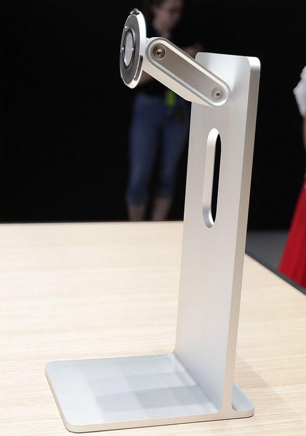 Apple bán chân đế màn hình giá gần 1.000 USD
