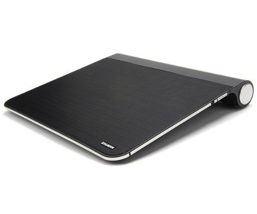 Đế quạt tản nhiệt Zalman ZM-NC3500 có thiết kế một quạt to với đường kính 22cm quay nhanh, mạnh sẽ nhanh chóng làm giảm nhiệt độ của chiếc laptop, từ đó tăng tuổi thọ máy và pin. Hiện giá bán của sản phẩm là 2.377.000 VNĐ.