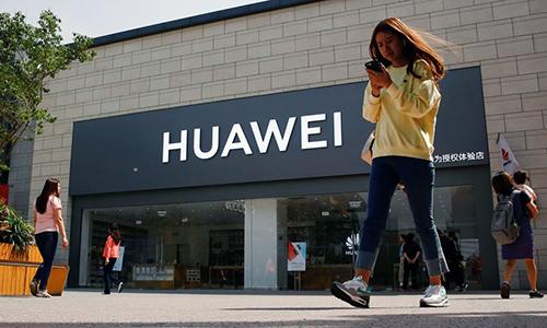 Huawei đang chịu lệnh hạn chế từ Mỹ. Ảnh: Reuters