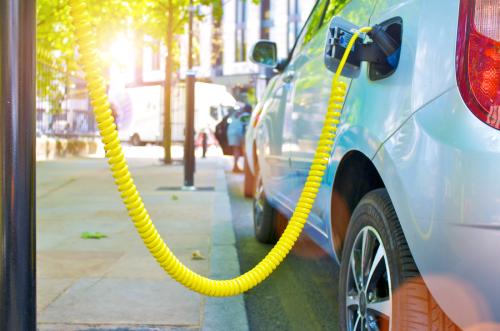 Bộ chuyển mạch hạ áp Infineon giảm khí thải CO2 trên xe hơi