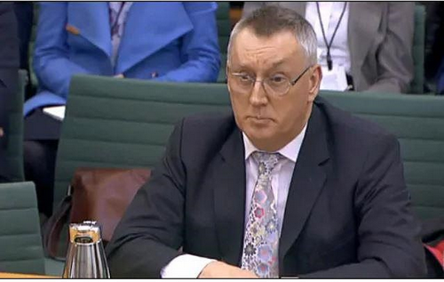 Giám đốc an ninh mạng của Huawei John Suffolk tại buổi điều trần trước quốc hội Anh. Ảnh: BBC.