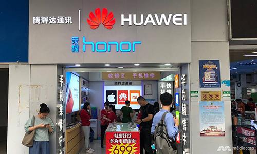 Doanh số smartphone của Huawei giảm mạnh sau lệnh cấm của Mỹ.