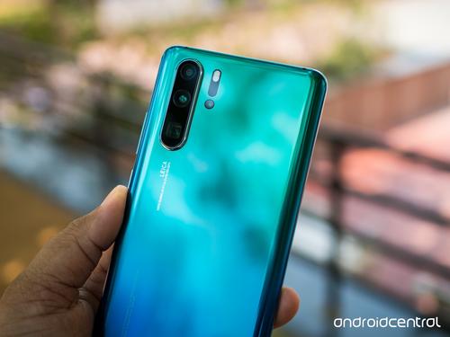 P30 Pro là một trong 17 smartphone được Huawei hứa nâng cấp Android Q. Ảnh: Android Central.
