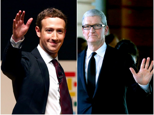 CEO Facebook Zuckerberg (bên trái) và CEO Apple Cook từng công kích nhau nhiều lần. Ảnh: Reuters.