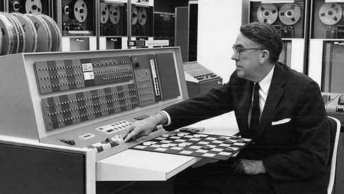 Siêu máy tính IBM 701. Ảnh: IBM.