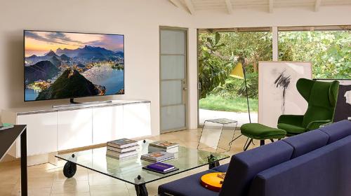TV cómàn hình QLEDhiển thị 4K, 8K đang trở thành xu hướng lựa chọn của ngườidùng.