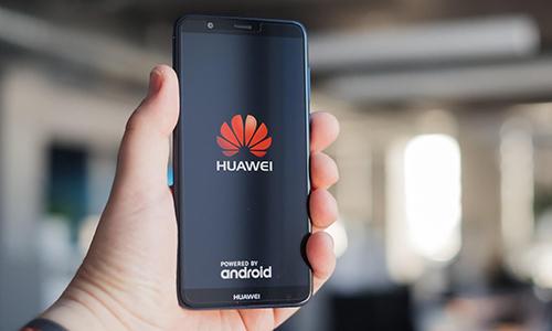 Tổng thống Trump cho phép các hãng công nghệ Mỹ bán hàng cho Huawei nhưng Bộ Thương mại Mỹ chưa có hướng dẫn cụ thể. Ảnh: Gizmochina