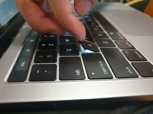 Một MacBook Pro tại Việt Nam bị lỗi phím bướm. Ảnh: Bảo Lâm.