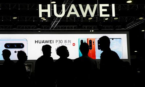 P30 là một trong những smartphone thành công nhất của Huawei. Ảnh: CNN.