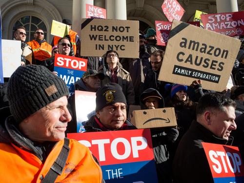 Nhân viên Amazon biểu tình tại Mỹ. Ảnh: Business Insider.