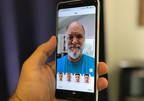 FaceApp là ứng dụng có thể biến trẻ thành già với một cú nhấn. Ảnh: Android Central.