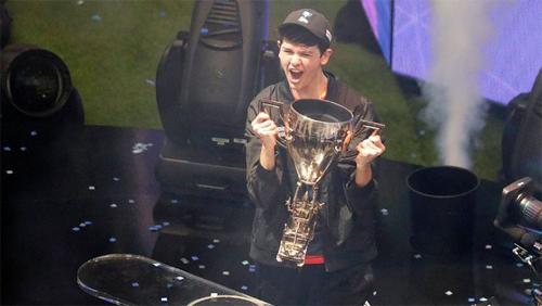 Bugha trở thành nhà vô địch khi mới 16 tuổi.