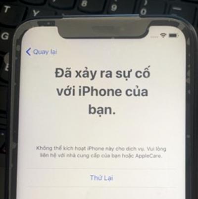 Một chiếc iPhone hiện thông báo không thể kích hoạt. Ảnh: Nguyễn Đức.