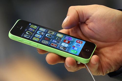 Apple sẽ trả 1 triệu USD cho người hack thành công iPhone. Ảnh: Business Insider
