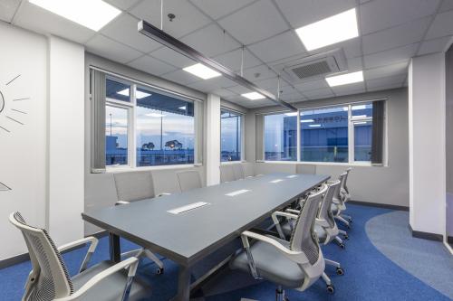 Các phòng họp và đào tạo chuyên nghiệp được bố trí nhằm nâng cao kiến thức, kinh nghiệm cho tư vấn viên