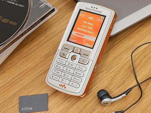 Sony Ericsson W800i là điện thoại nghe nhạc nổi danh năm 2005.