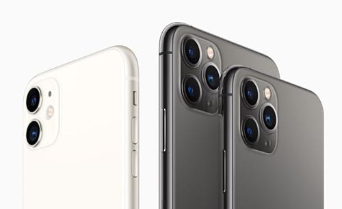 Trong 3 iPhone mới, chỉ iPhone 11 Pro và Pro Max mới được trang bị 3 camera. Riêng iPhone 11 là cụm camera kép, trong đó có một ống kính góc siêu rộng.