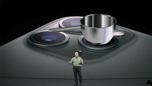 Apple giới thiệu sản phẩm mới: iPhone 11 kiêm chức năng nấu ăn.