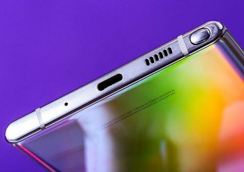 iPhone 11 không có cổng USB-C nhưng đa số smartphone Android.