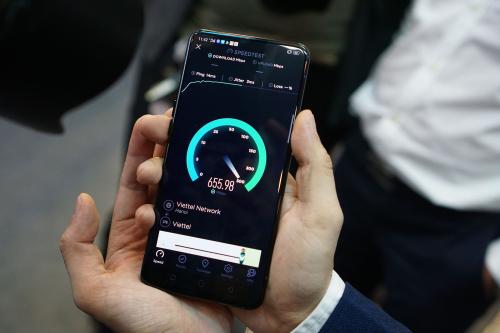 Ngày 5/9, Reno 5G là smartphone kết nối thành công mạng 5G đầu tiên tại Việt Nam