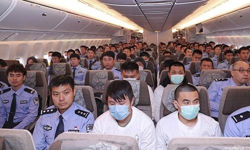 94 đối tượng tình nghi trong các vụ lừa đảo tiền online và qua điện thoại từ Tây Ban Nha bị dẫn độ về Bắc Kinh mới đây.