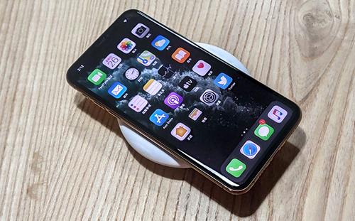iPhone vẫn sử dụng sạc không dây từ bên thứ ba. Ảnh: ChargerLab.