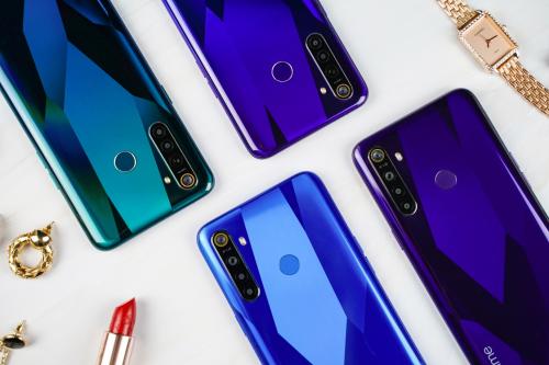 Bộ đôi Realme 5 và Realme 5 Pro được đánh giá là sản phẩm đáng mua trong phân khúc tầm trung dưới 7 triệu đồng. Xem thêm thông tin về bộ đôi Realme 5 và Realme 5 Pro tại đây.