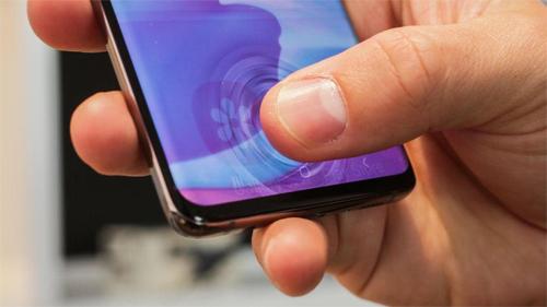 Cảm biến vân tay siêu âm hầu như chỉ xuất hiện trên những mẫu smartphone cao cấp nhất hiện nay. Ảnh: FirstPost.
