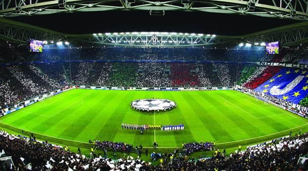 Dàn đèn pha Philips ArenaVision LED được quản lý bằng Interact Sports trên sân Allianz Stadium.