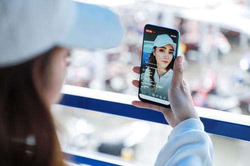 Galaxy A50s - smartphone chụp ảnh cho giới trẻCặp bạn thân chia sẻ nhiều kinh nghiệm chụp ảnh đẹp không ngờ chỉ với một chiếc điện thoại 7 triệu đồng.Galaxy A50s - smartphone chụp ảnh cho giới trẻ - 1