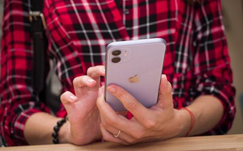 iPhone 11 được ưa chuộng tại nhiều thị trường nhờ thiết kế chưa quá cũ, thời lượng pin dài và giá bán hợp lý. Ảnh: Phonearena.