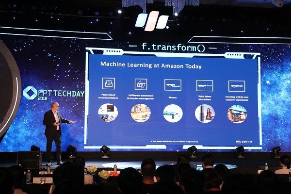 Lãnh đạo tập đoàn Amazon chia sẻ tại sự kiện FPT Techday 2017.