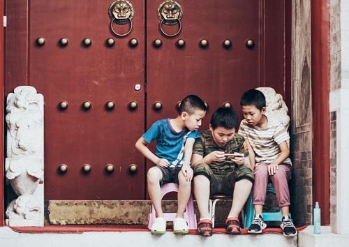 Đạo luật hạn chế giờ chơi và mức chi tiêu trong game được cho là sẽ giúp trẻ vị thành niên Trung Quốc cải thiện tình trạng nghiện trò chơi trực tuyến. Ảnh: Asia One