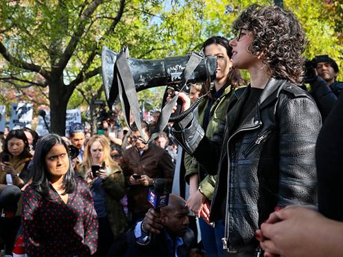 Hàng nghìn nhân viên Google đã xuống đường biểu tình năm ngoái để phản đối nạn quấy rối tình dục tại công ty.