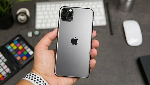 Bộ ba iPhone 11/11 Pro/11 Pro Max có thể được mua với giá rẻ từ 5-6 triệu đồng trong ngày độc thân tại Việt Nam. Ảnh: APIT