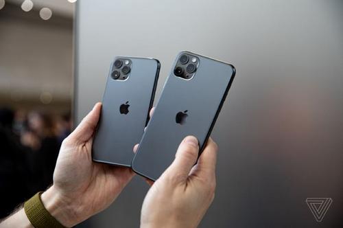 Cụm camera iPhone 11 bị chê ngay từkhi mới rò rỉ bản vẽ thiết kế. Ảnh: The Verge.
