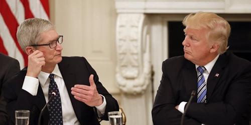 Tổng thống Mỹ (bên phải) và CEO Apple (bên trái) từng nhiều lần gặp nhau. Ảnh: AP.