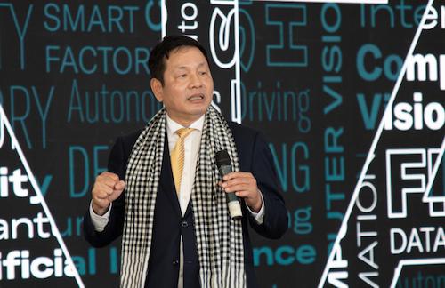 Ông Trương Gia Bình chia sẻ về cơ hội và tiềm năng phát triển chuyển đổi số tại lễ kỷ niệm 20 thành lập FPT Software.