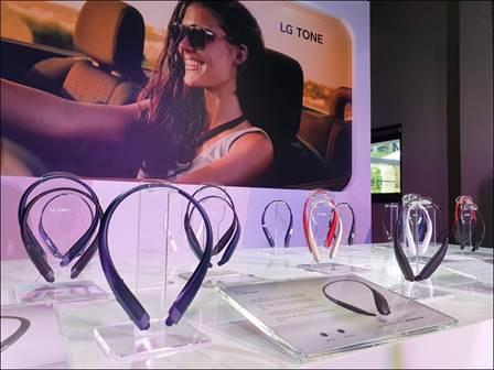 Dòng tai nghe LG Tone có 4 phiên bản khác nhau cùng nhiều màu sắc trẻ trung, thu hút giới trẻ.