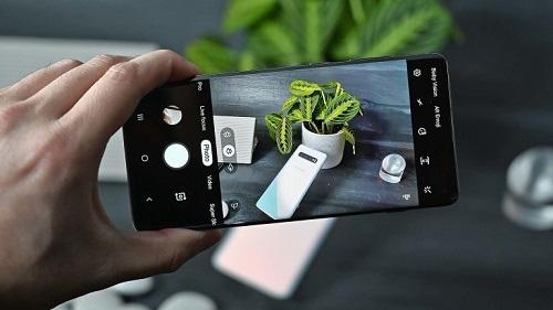 Galaxy 11 được kỳ vọng sẽ vượt qua iPhone 11 Pro Max về khả năng ghi hình. Ảnh: Gizmodo
