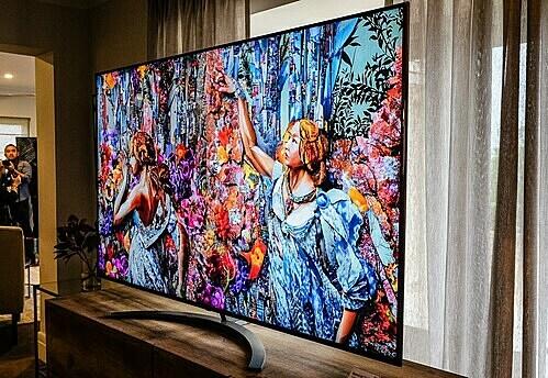 Màn hình 8K trên SM9900 có tới 33 triệu điểm ảnh, gấp 4 lần màn hình 4K. Ảnh: Tuấn Anh.