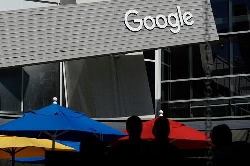 Google, cũng như nhiều công ty công nghệ Mỹ, đang nỗ lực để chiếm lĩnh thị trường thiết bị chăm sóc sức khỏe. Ảnh: New York Times