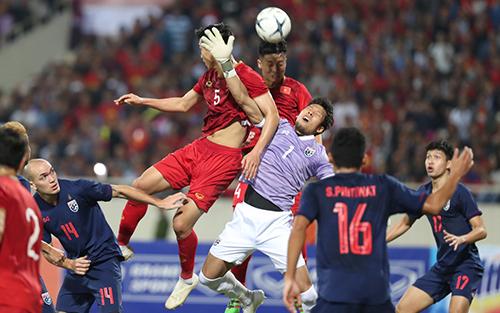Đội tuyển Việt Nam và Thái Lan đã có một trận đấu gay cấn. Ảnh: Đức Đồng.