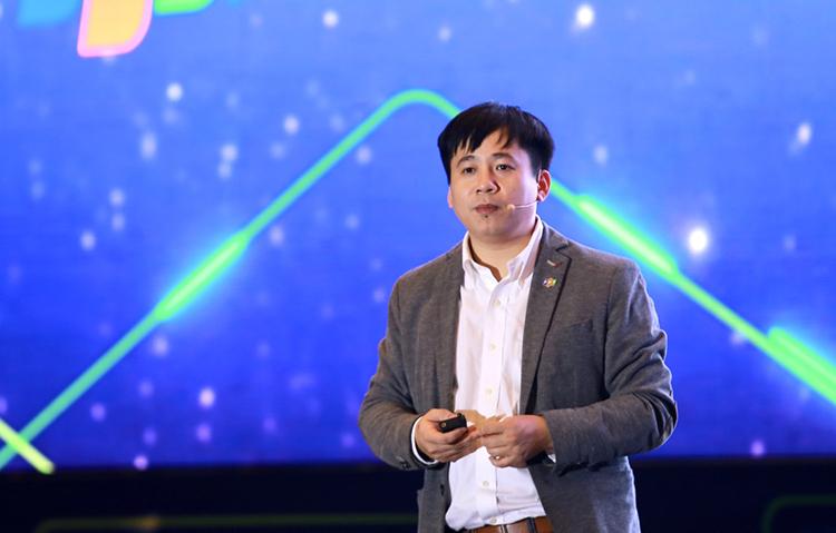 Giám đốc công nghệ FPT Lê Hồng Việt giới thiệu sản phẩm tại Diễn đàn Công nghệ FPT 2019. Ảnh: An Bình