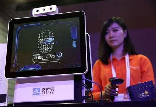 Công nghệ nhận diện khuôn mặt đang được sử dụng rộng rãi tại Trung Quốc. Ảnh: Newsweek