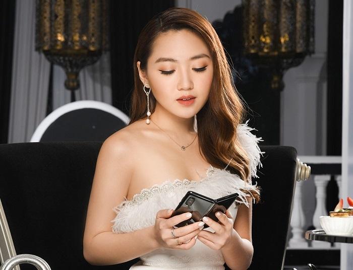 Sau mỹ phẩm đắt tiền hay trải nghiệm du lịch 5 sao, blogger Chloe Nguyễn chia sẻ trên trang cá nhân rằng cô rất ưng ý với món quà tặng công nghệ này.