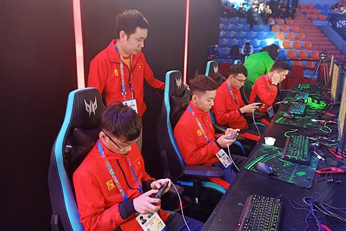 Đại diện Việt Nam trong bộ môn Mobile Legends: Bang Banglà tuyểnVEC Fantasy Main đang sử dụng iPhone 8 Plus thi đấu. Ảnh: Dương Vi Khoa.