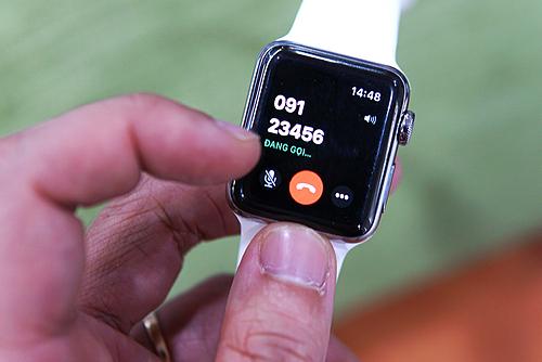 Nhờ có eSIM, Apple Watch có thể hoạt động độc lập với iPhone mà vẫn đảm bảo giữ liên lạc. Ảnh: Lưu Quý