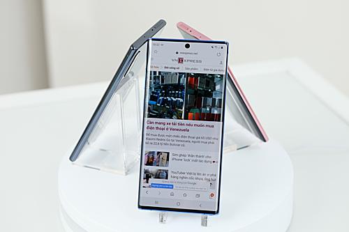 Samsung Galaxy Note 10 có hai kích thước màn hình. Ảnh: Tuấn Anh.